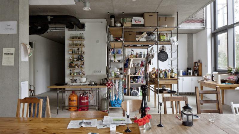Communal kitchen in a Spreefeld co-op cluster flat - Ute Zscharnt